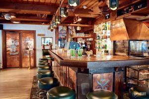 Lounge oder Bar in der Unterkunft Chalet Hotel Adler