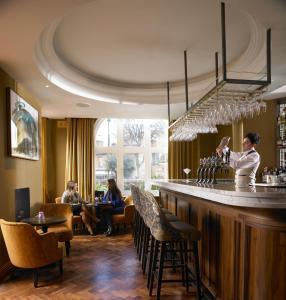Restaurant ou autre lieu de restauration dans l'établissement Dylan
