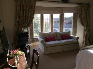A seating area at Castle Farm House B&B