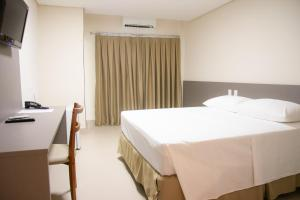 A bed or beds in a room at Orla Morena Park Hotel