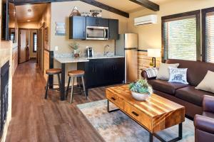 A kitchen or kitchenette at Tenaya Lodge at Yosemite