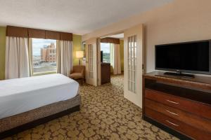 A television and/or entertainment center at Hilton Garden Inn Pittsburgh University Place