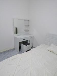 A bed or beds in a room at Zahra Apartments