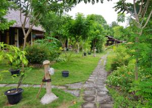 Ein Garten an der Unterkunft Budi Sun Resort