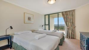A bed or beds in a room at Apartment in the Heart of Chatswood