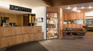 The lobby or reception area at Luitpoldpark-Hotel