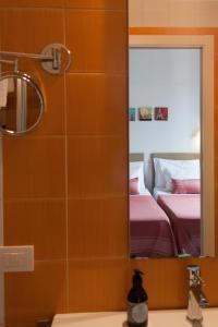 A bathroom at B&B Attico Partenopeo
