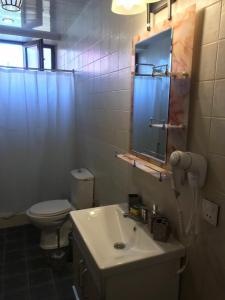 Um banheiro em Hope Lake city Apartment