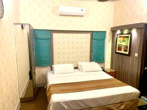 A bed or beds in a room at Star Guest House