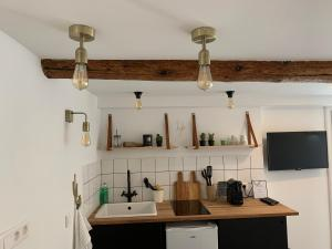 A kitchen or kitchenette at Place aux huiles