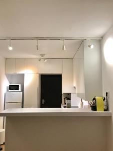 A kitchen or kitchenette at Apt. Acácias Cascais