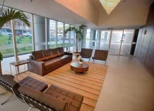 A seating area at FLAT design moderno no Fusion Apart Hotel