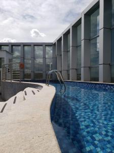 The swimming pool at or close to FLAT design moderno no Fusion Apart Hotel