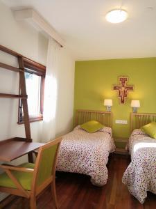 A bed or beds in a room at HOSPEDERÍA SAN JOSÉ