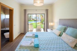 A bed or beds in a room at Marina Luxury Residence
