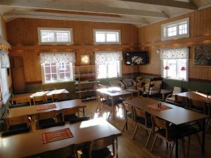 Een restaurant of ander eetgelegenheid bij Sunne Hembygdsgård B&B