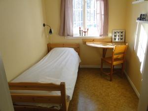 Een bed of bedden in een kamer bij Sunne Hembygdsgård B&B
