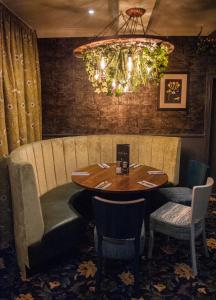 A restaurant or other place to eat at The Coachman Hotel