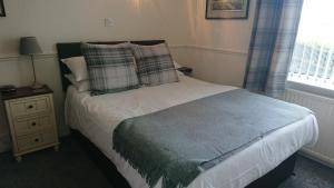 A bed or beds in a room at geordie pride lodge