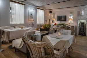 A restaurant or other place to eat at Tverskaya Residence