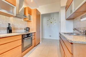 A kitchen or kitchenette at Apartament Sopot