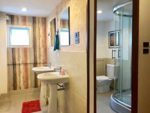A bathroom at Tawan Bed Club