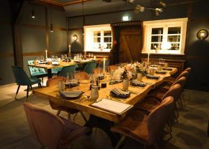 Ein Restaurant oder anderes Speiselokal in der Unterkunft Meinsbur Boutique Hotel