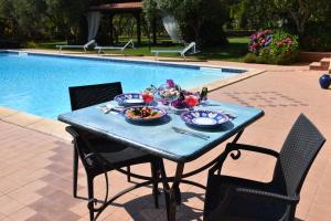 The swimming pool at or close to Villa Tina