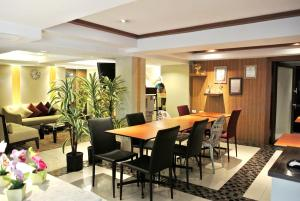 A restaurant or other place to eat at The Key Sukhumvit Bangkok by Compass Hospitality