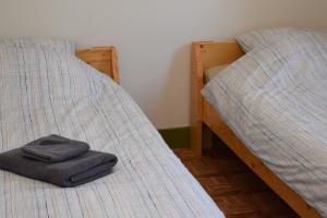A bed or beds in a room at Het Klooster Breda