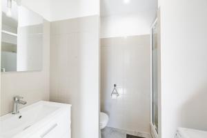 A bathroom at Maison de ville pour 4 personnes