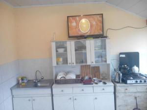 A cozinha ou cozinha compacta de Oghuz Khal-Khal Guest House