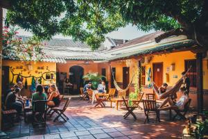 A restaurant or other place to eat at Viajero Hostel Cartagena