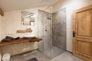 A bathroom at Ferienwohnung Hausegg