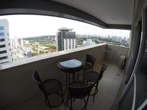 A balcony or terrace at Flat no Brookfield Towers