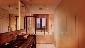 A bathroom at LN Hotel Five