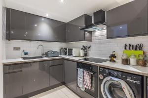 A kitchen or kitchenette at Magic Properties
