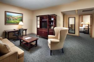 Ein Sitzbereich in der Unterkunft Anaheim Majestic Garden Hotel