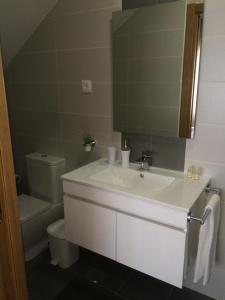 A bathroom at Casinha do Rossio