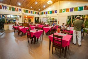 A restaurant or other place to eat at Blue Lagoon Inn & Suites