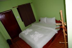 A bed or beds in a room at Kong Lor Cave Resort