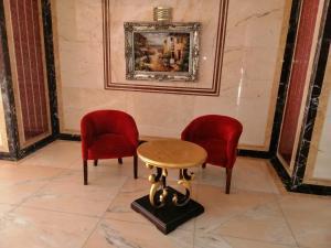 Uma área de estar em Al Rawhanya Hotel