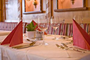 A restaurant or other place to eat at Hotel Neue Post