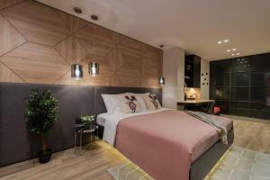 A bed or beds in a room at Apartments & Rooms Mareta Exclusive