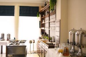 A kitchen or kitchenette at Hotel Belavista Da Luz