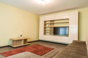 Un televizor și/sau centru de divertisment la Apartament Carol Davila
