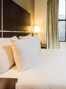 A bed or beds in a room at The Hotel at Times Square