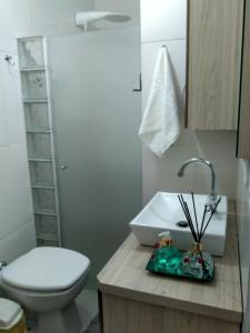 A bathroom at Conforto e vista privilegiada - Francisco Beltrão