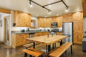 A kitchen or kitchenette at The Mountain Project #2