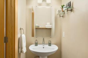 A bathroom at The Mountain Project #2
